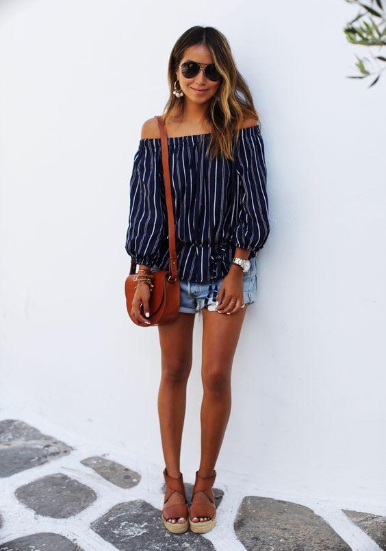 short jeans + blusa feminina + bolsa carteiro: