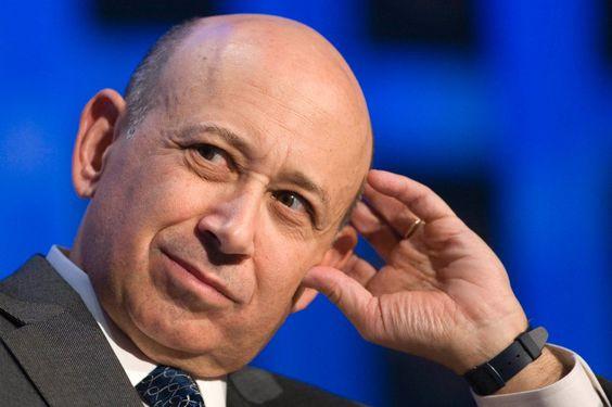 """Im Olymp der Wall Street sitzen die  Partner  - Männer wie Goldman-Sachs-Chef Lloyd Blankfein. Doch halt, was hängt da so matt an seinem Arm? Plastik?! """"Genauso, wie Sam Walton einen Ford gefahren ist und Warren Buffett einen Lincoln, kauft man sich als Partner eine Swatch oder eine Sportuhr von Nike"""", hält John LeFevre fest. Oder noch besser: Man trage überhaupt kein Chronometer. """"Der Power Move ist es, ein paar Uhren zuhause zu haben, und sie dann nur sehr selten zu tragen. Wenn du die…"""