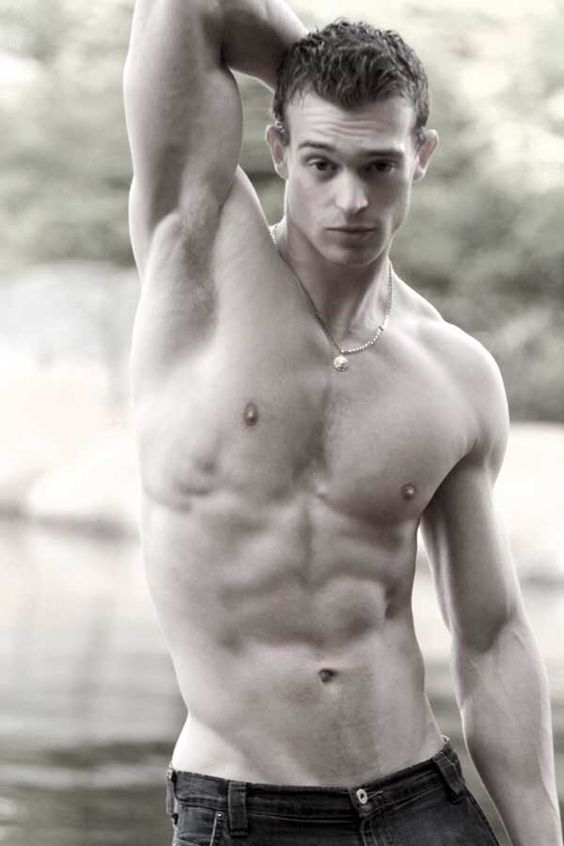 Image from http://fitness.bf-1.com/wp-content/uploads/2010/07/canadian-hunk05.jpg.