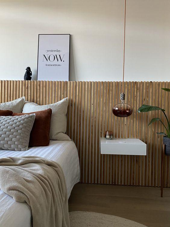 een latjeswand achter je bed als hoofdbord