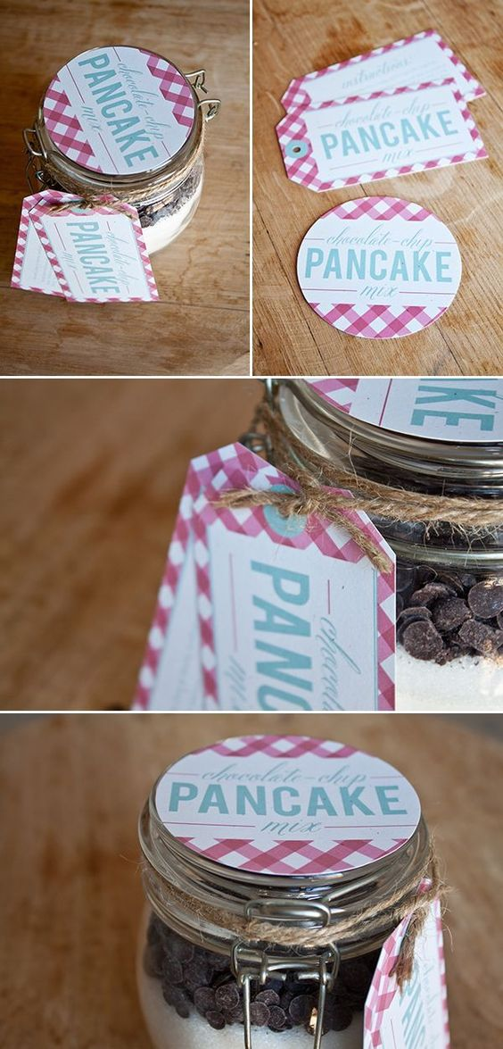 Scrummy chocolate chip pancake mix in a mason jar with cute label and tags - a delicious treat for Christmas breakfast!
