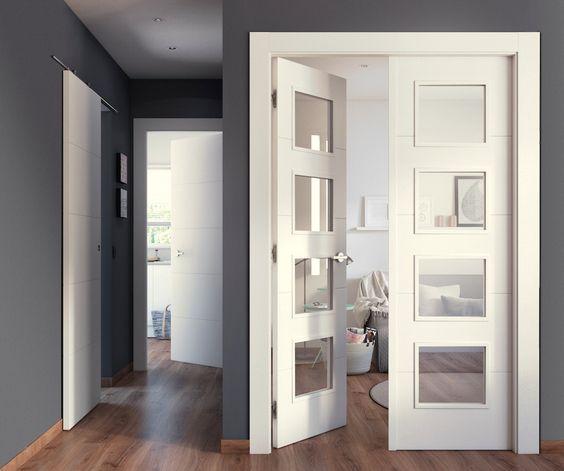 Ya no es necesario tener la misma puerta en casa estancia, con un mismo diseño, existen todas las versiones: abatible, ciega, corredera… - Leroy Merlin