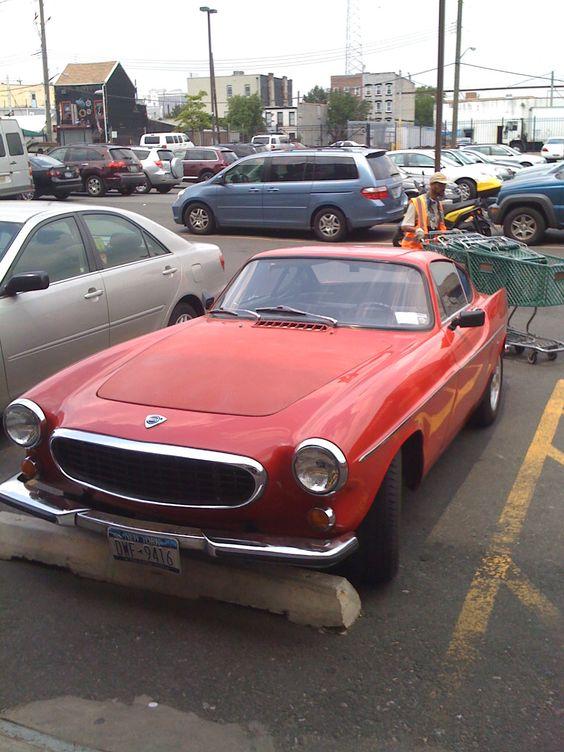 Volvo P1800 - Fairway parking lot