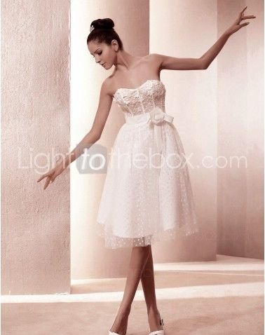 Just as pregnant brides should put on maternity wedding dresses, every bride also ought to pick out their own special and fitted wedding dresses. Here is the Sweetheart Knee-length A-line Wedding Dresses With Sashes Draped right for you. Strapless gown with sweetheart pleated asymmetrical bodice,