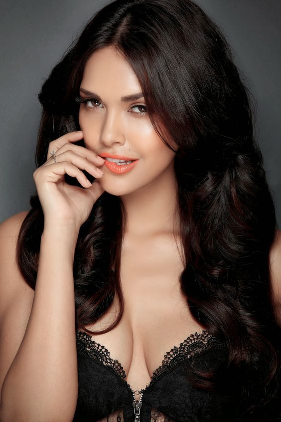 Bollywood Actress Esha Gupta: