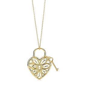 Tiffany Filigree Heart pendant with key in 18k gold, medium.