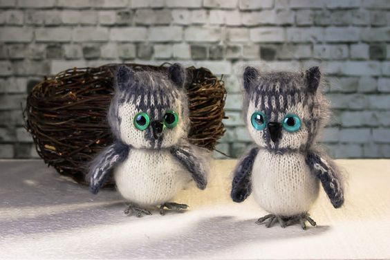 Knitted owl. Grey owl.  Knitted bird. Soft toy. Amigurumi. Miniature toy