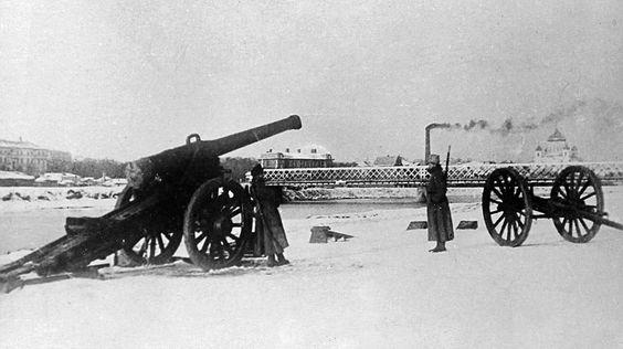 Через 4 месяца после Октябрьской революции, а именно 12 марта 1918 года, столица России была перенесена из Петрограда в Москву. Этому предшествовал целый ряд событий