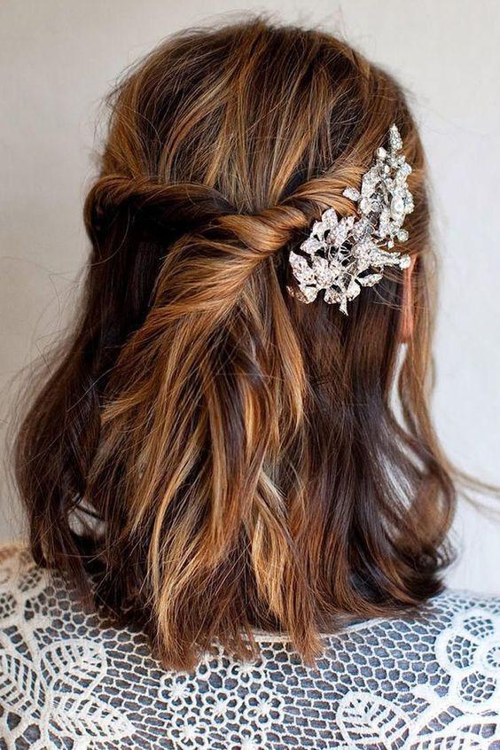 30 idées de coiffures de mariage pour cheveux mi-longs  Bijoux ...