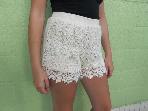 Lace shorts with lining