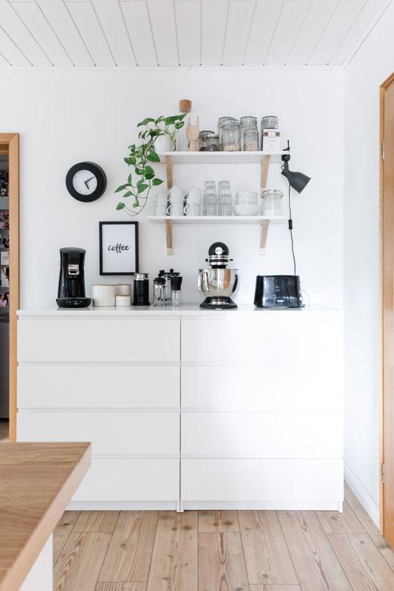 Kaffeebar auf Malm Kommoden und offene Regale