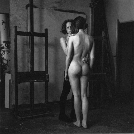 Photo by Stéphane Coutelle: Ana, Lenka, le chevalet, Prague, juin 1990