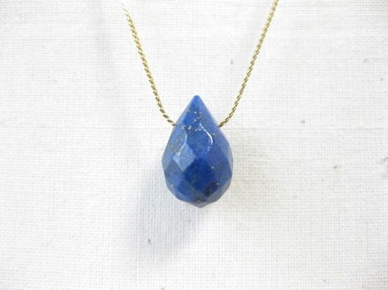 ☆再販しましたやや大きめの天然石ラピスラズリのしずくを用いたネックレスです。ストーンは地球のような神秘的な色合い…発色の良い美しいブルーです。シ...|ハンドメイド、手作り、手仕事品の通販・販売・購入ならCreema。