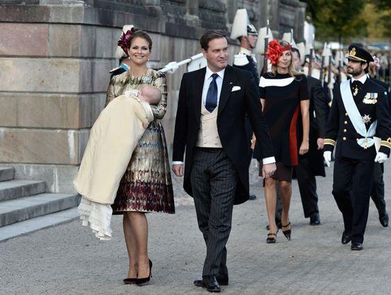 La Princesa Magdalena de Suecia y Chris O'Neill llevaron a su segundo hijo, el Príncipe Nicolás, a recibir las aguas bautismales durante la mañana del domingo.