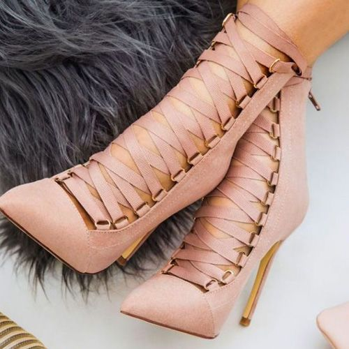 22 Shoes That Will Have You Walking Back For More Extravagante Schuhe Schuh Stiefel Schuhe Damen