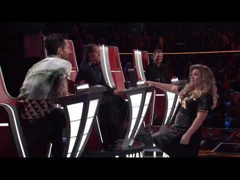 Kelly Clarkson Funniest Moments On The Voice Youtube Kelly Clarkson The Voice Youtube Funny Moments