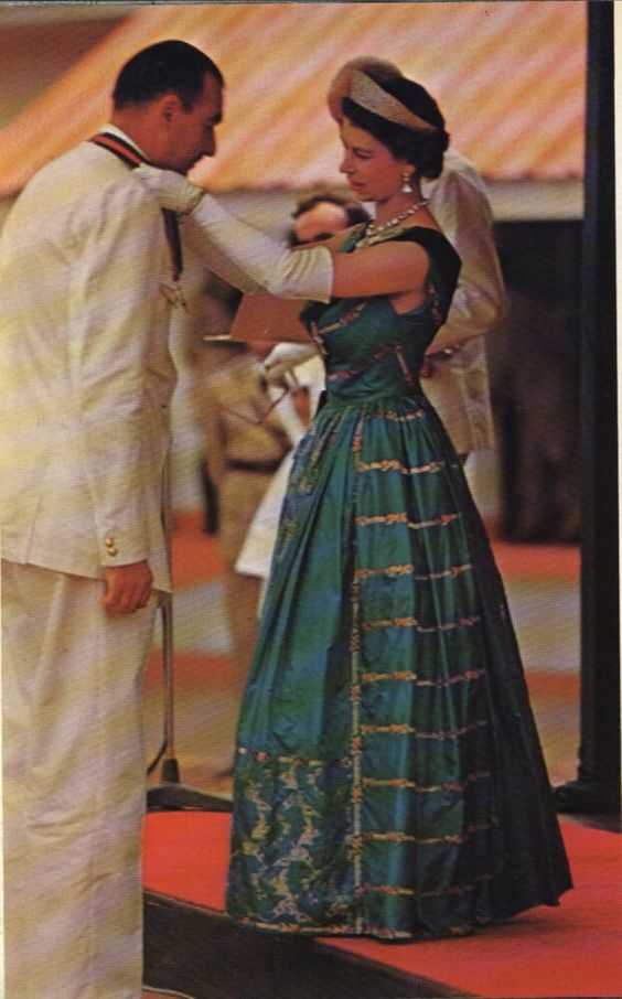 Queen Elizabeth - Beautiful Gown