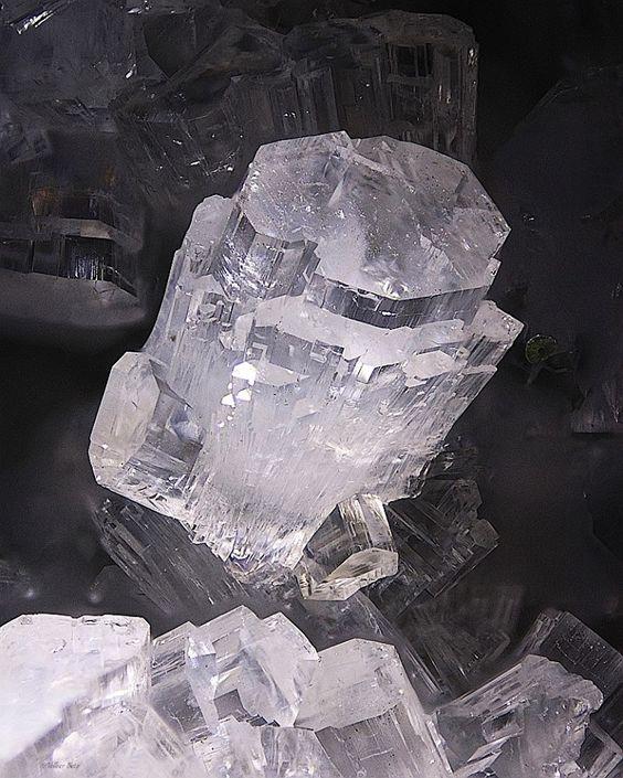 Thomsonite, NaCa2Al5Si5O20·6H2O, zeolite group, stilbite family, Locality : Germany. Image : Volker Betz — with Jamal Subhi.