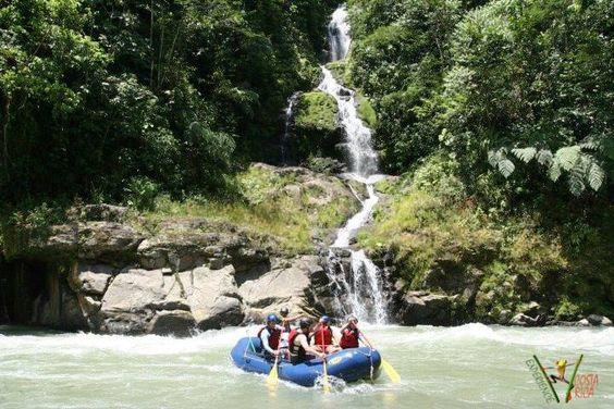 Rafting en el Río Savegre __________________________ Rafting en el Río Savegre es una aventura de rafting en aguas bravas que recordará para siempre! El Río Savegre en Costa Rica es un río increíble para el rafting, si se va a quedar en Manuel Antonio, Playa Dominical, Uvita y San Isidro del General.  +info: http://www.experiencecostarica.info/#!copia-de-rafting-ro-savegre/c1f1w
