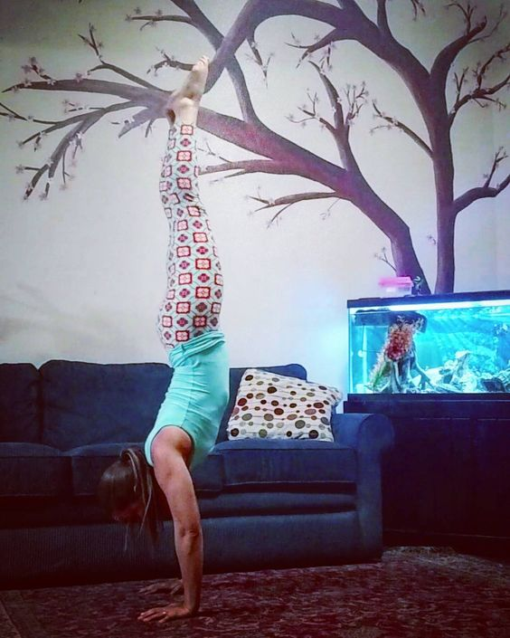 Anyone wanna play tag? Now you handstand take a photo and tag me! They can look great or can be your first!   #hollyshandstands  Day 1: Straight  Hosts: @upsidedownmama and @yogitales  Sponsors: @wildmovementspnw and @thebookofhandstands  This is my go to pose everywhere I go.  I do about 50 handstands every day...every now and then I hold maybe five of them longer than 2 seconds.