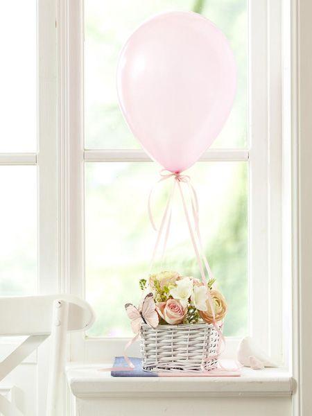Wie hübsch: ein Blumenkorb mit Luftballon - Hier geht's zur ANLEITUNG >>