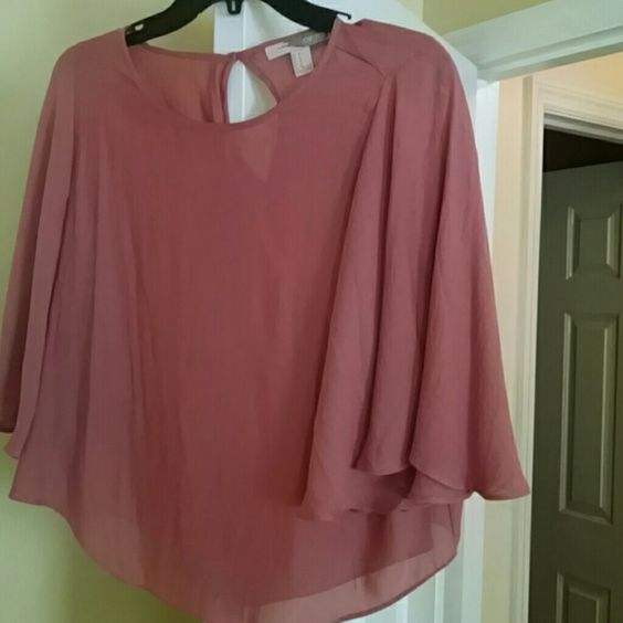 Forever 21 top This cute too has angel sleeves and keyhole opening in back. Price tag removed, but never worn. Forever 21 Tops