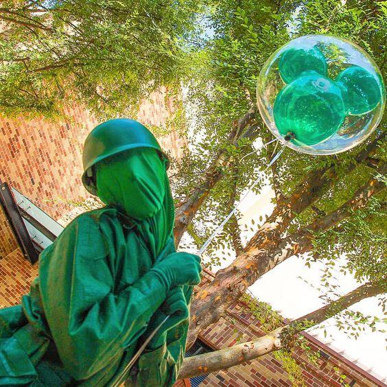 disneycrazy12946:Green Army Man and his Green Baloon!✨ #gam #greenarmyman #hollywoodstudios #pixarplace #love #magical #balloons #bae #waltdisneyworld #wdw  (at Pixar Place)