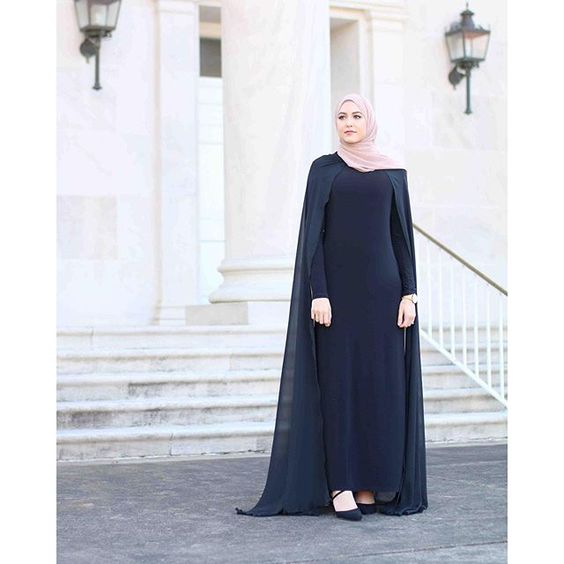 Feeling like a queen in the detachable cape dress by @infiniteabaya ✨