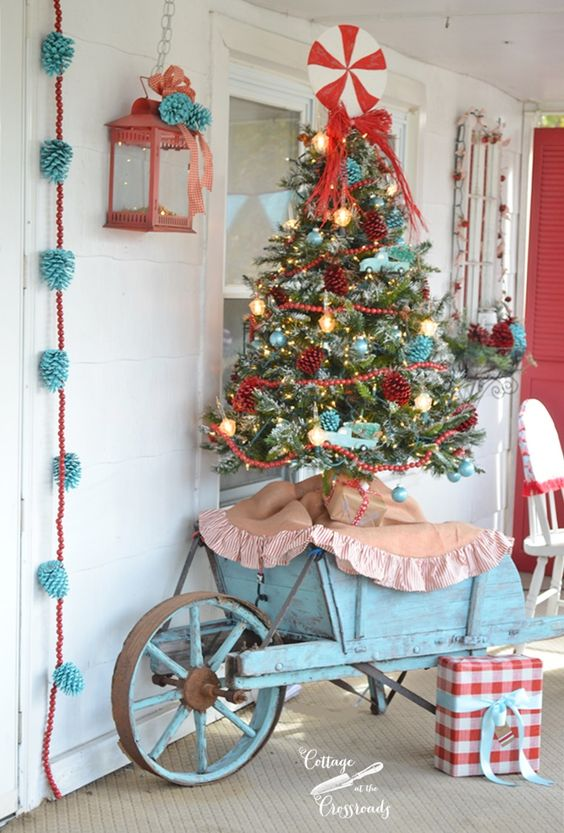 Retro Red and Aqua Christmas Porch | Cottage at the Crossroads