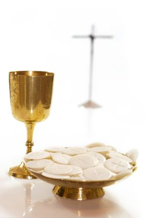 images of the Holy Communion   as catholics we believe the eucharist holy communion is the real ...