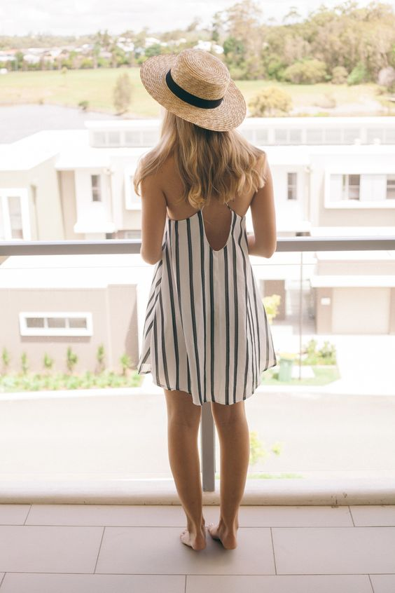 The perfect summer look. Loose open back summer dress and straw fedora. Find a similar fedora here: http://asos.do/V7AoMR