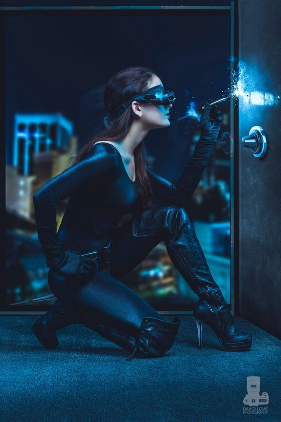 Anne Hathaway's Catwoman cosplay
