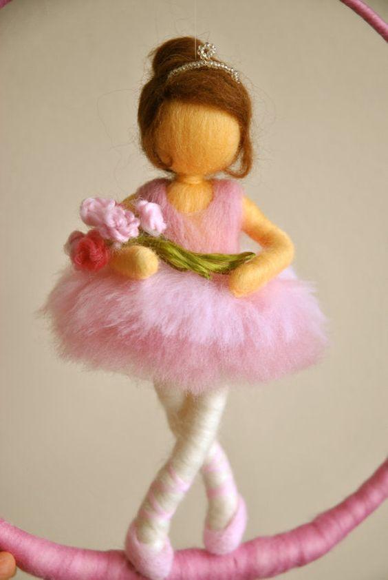 Kinder Mobile Waldorf inspirierte Nadel Filz Puppe: von MagicWool