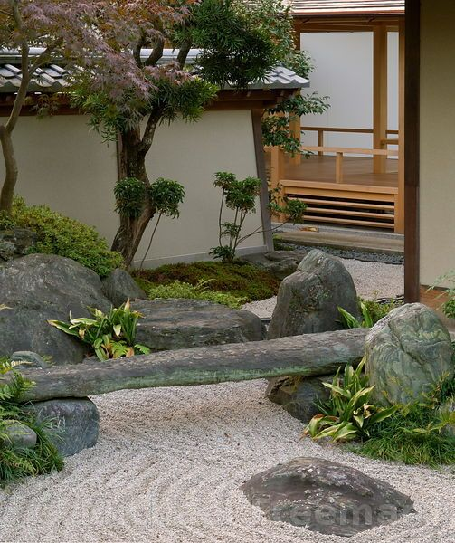 A modern japanese zen garden with a square meditation seat for Japanese meditation garden design