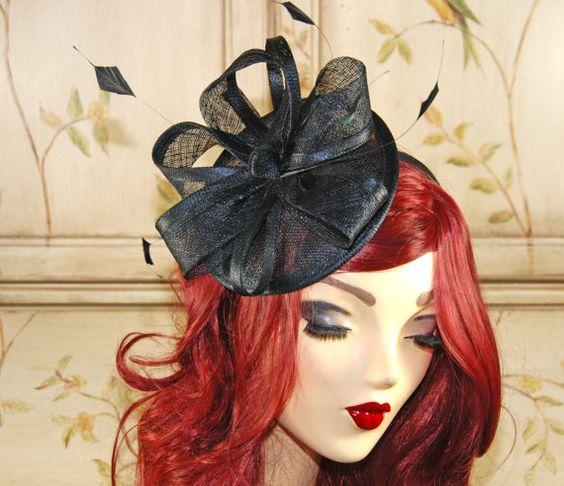 Chapeau bibi noir - rendu populaire par la royauté britannique, Bibis sont une excellente alternative à un chapeau traditionnel et une amusante