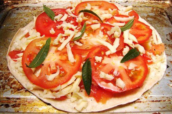 Es sencilla, deliciosa y una #receta clásica para compartir en familia. #Pizza margarita para una tarde de #verano.