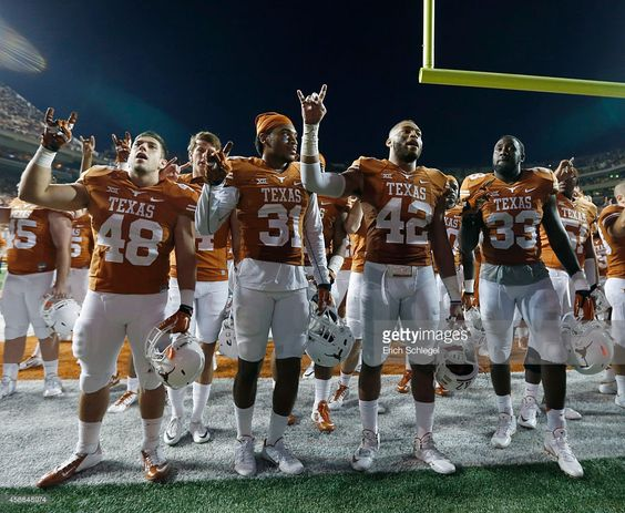 texas-longhorn-football-players-sing-the-eyes-of-texas-after-beating-picture-id458648974 (1024×842)