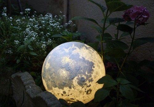 Kosmische Mond Lampe Fur Traumhafte Nachte Wohnideen Und Dekoration Mond Lampe Gartenkugeln Weltraum