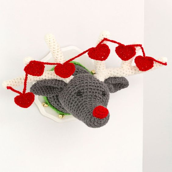 Free Reindeer Wall Plaque Crochet Pattern from RedHeart.com | DIY ...