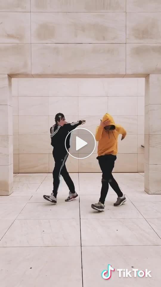 Nueva Coreografia Hazla Con Tus Amigos Shuffle Dance Moves Shuffledance Fun Cool Dance Moves Funny Dance Moves How To Shuffle Dance