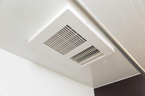 浴室乾燥機を掃除する理由とは 効率アップの豆知識も紹介 暮らしの知識 オリーブオイルをひとまわし 2020 家事 暮らし 浴室乾燥機