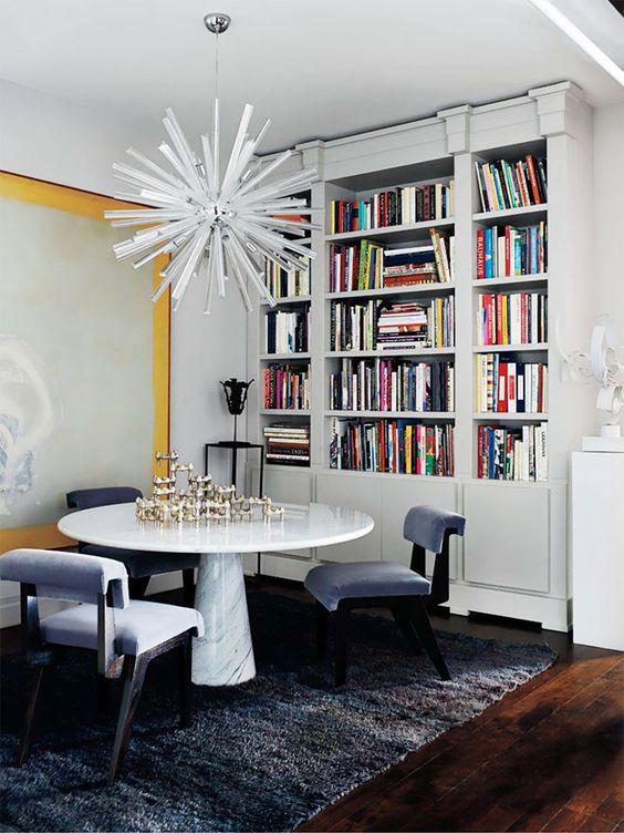 Luminária vintage e mesa de mármore Designer: Julie Hillman Fotógrafo: Manolo Yllera Fonte: AD Espanha Dezembro 2013