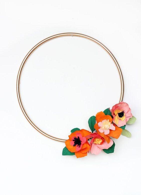 Go ultra-modern with a sleek + simplistic flower wreath. DIY festive wreaths