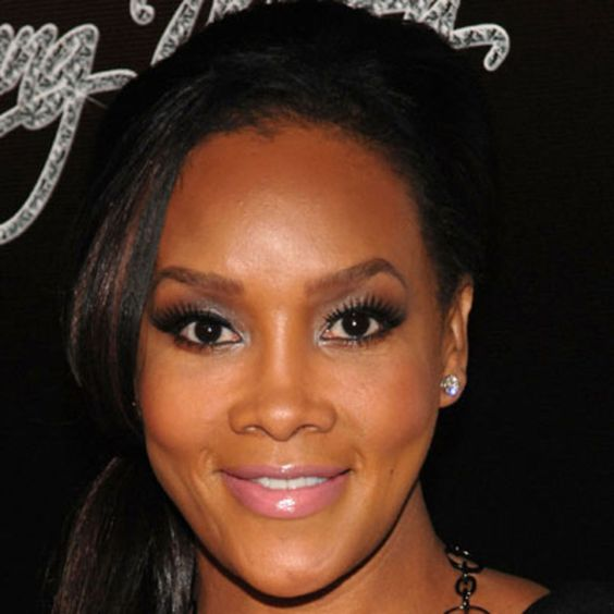 July 30, 1964 Vivica A. Fox born in South Bend, Indiana. In 1989, she earned a role on the soap opera Days of Our Lives and a bit part in Born on the Fourth of July. In 1996, she landed her breakout film role in Independence Day. She sought to create a more positive image with the 2001 film Two Can Play That Game. Since then, Fox has continued to land prominent film and TV roles.