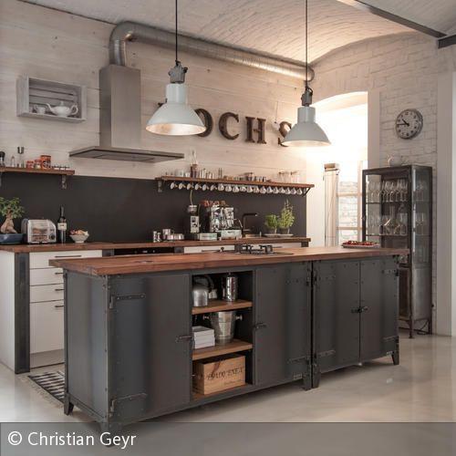 Loft in Wien. Insellösung Küche im Industrial Vintage Design. NOODLES AUTHENTIC FURNITURE. http://www.noodles.de