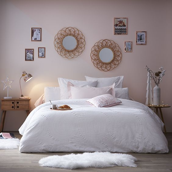 gold rose and light pink walls love it - Chambre Rose Gold