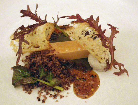 Terrina de foie gras con puré de trufa, papa morada y vinagreta de Jerez: Un plato sensacional, teatral, de Eleven Madison Park, del chef Daniel Humm.