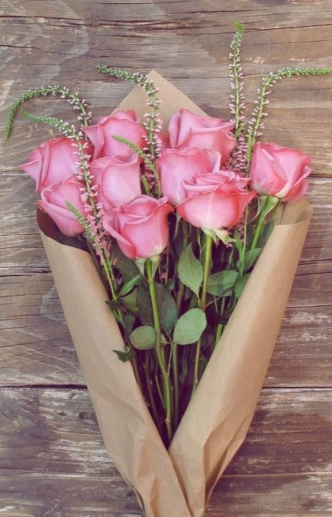 pretty roses 9, long thin plain flowers 5, plain paper wrap triangular: