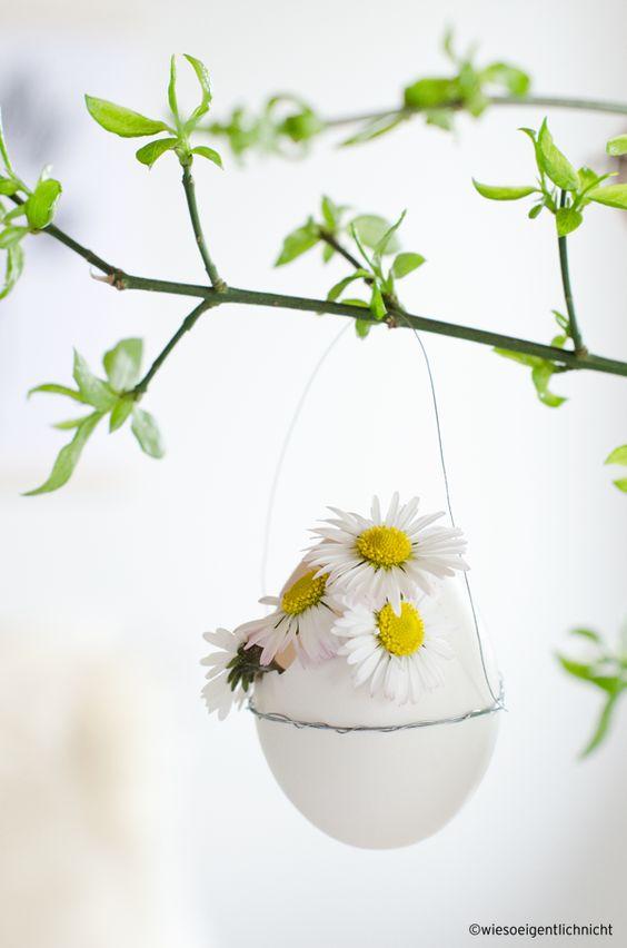 goldene Eier färben Frühlingsdeko Idee