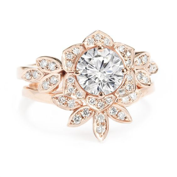 Beautiful vintage style flower engagement ring with matching diamond band creating a unique and perfect diamond wedding rings set.  ♥ Made to